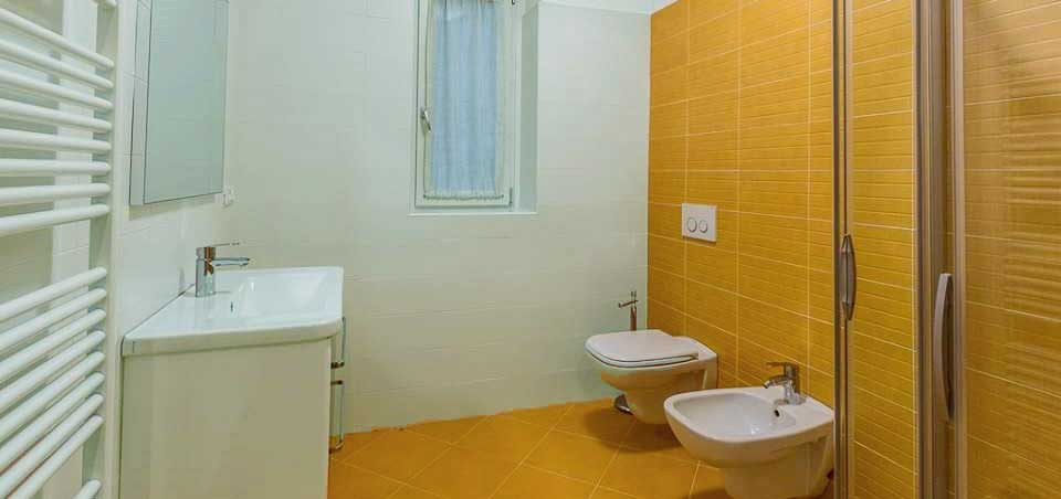bathroom-orange-with-shower